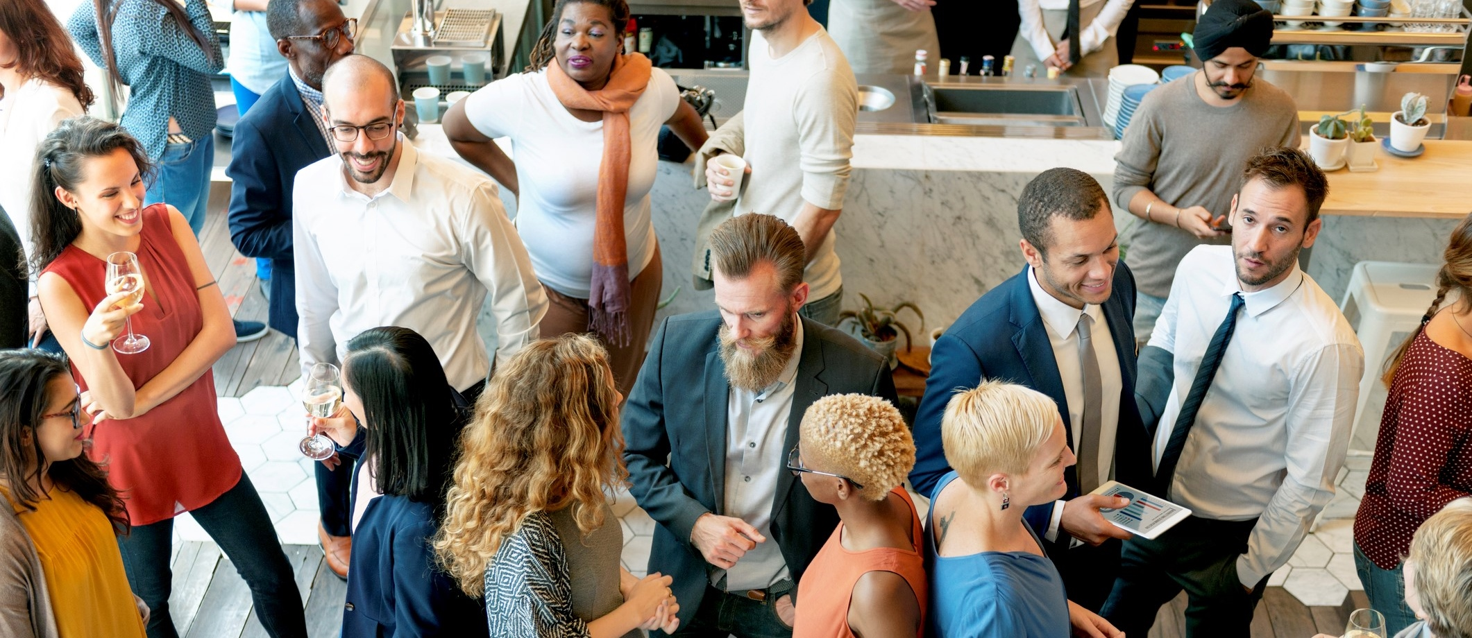 5-ways-to-prepare-for-a-networking-event-people-networking