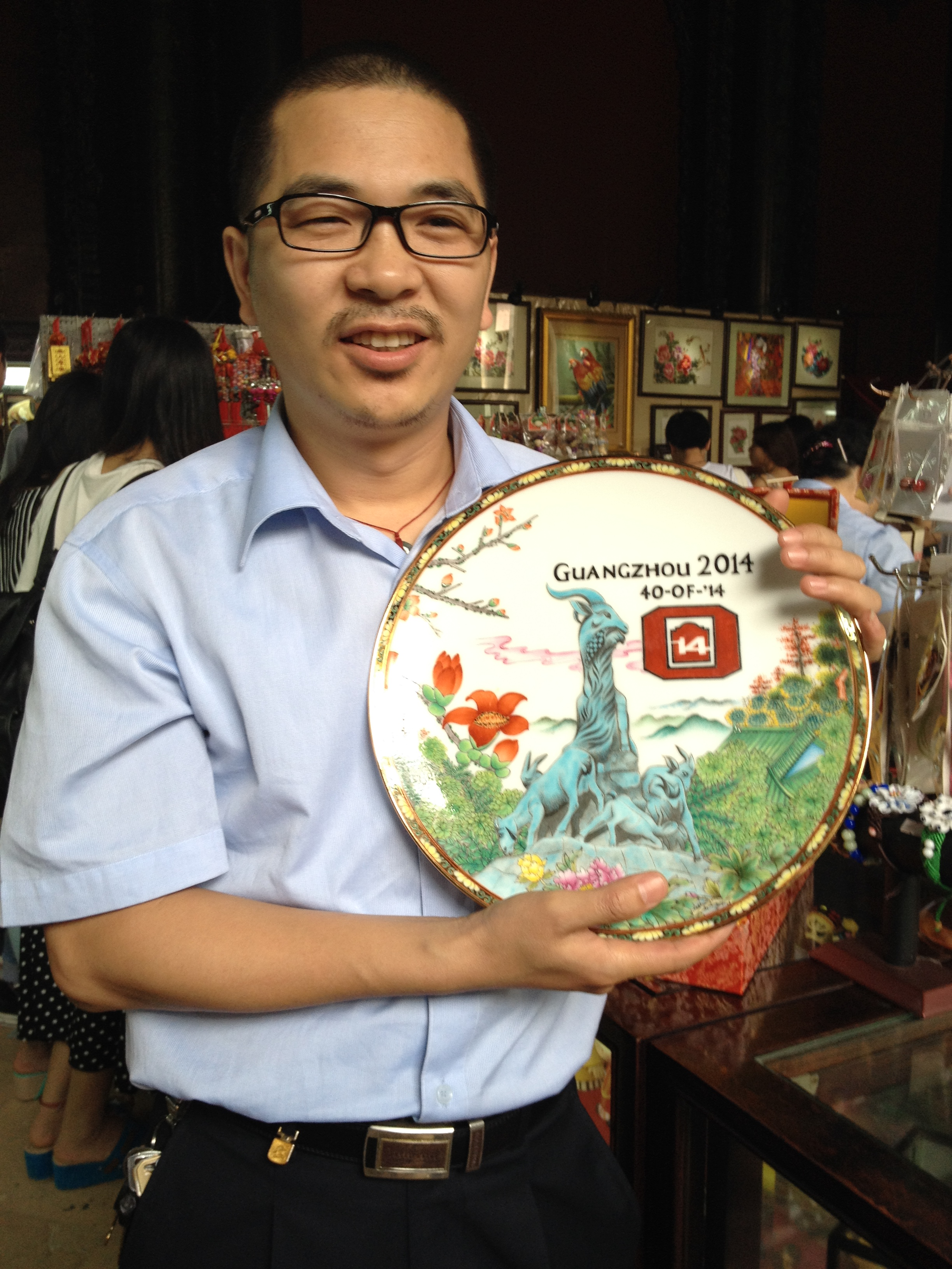 Chen Bo, artist holding his painted plate, the class gift