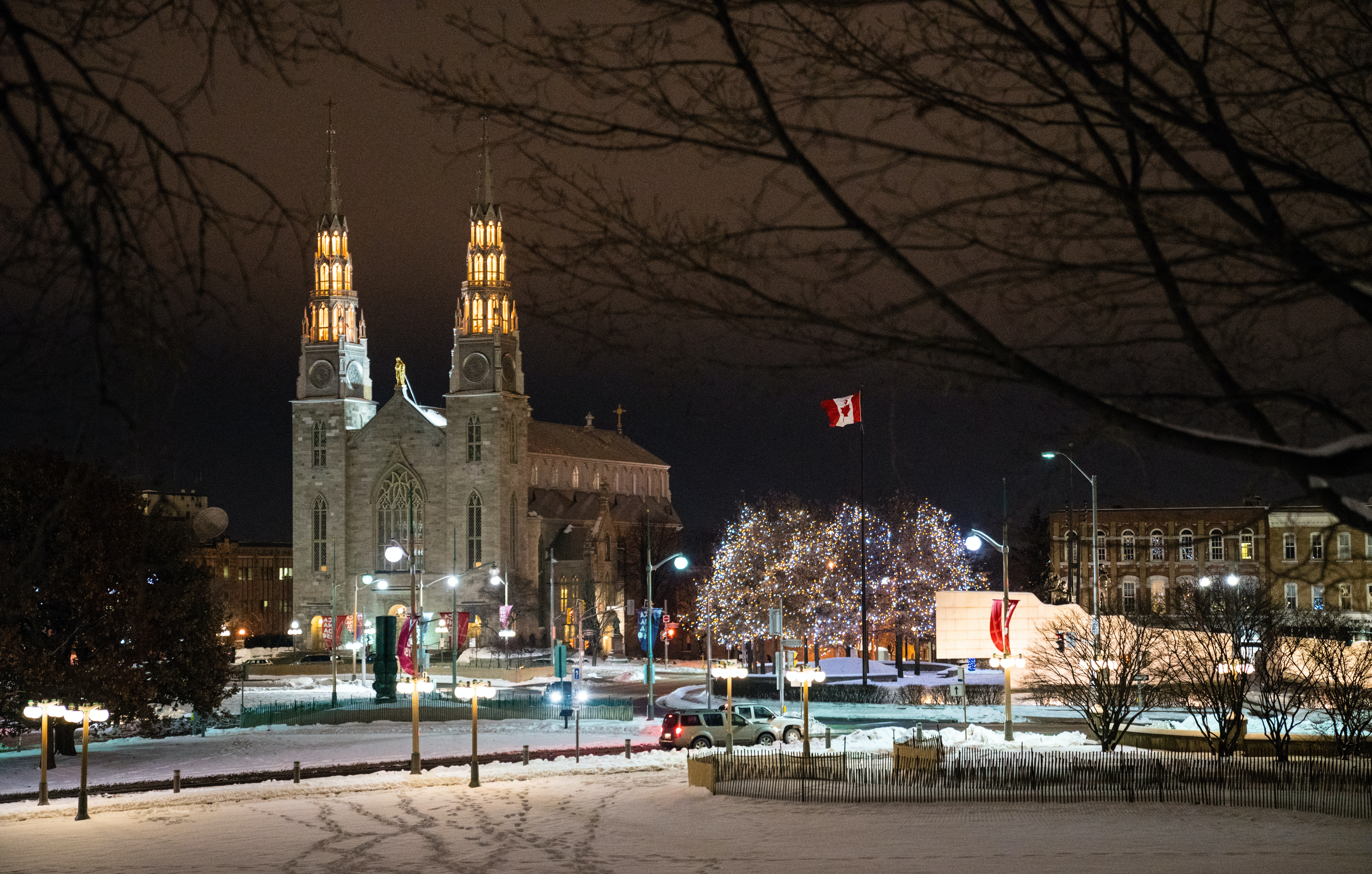 night phpto of the city of Ottawa during the winter