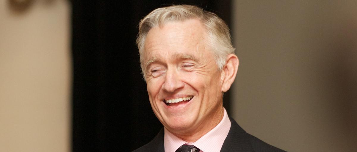 Ian Telfer sourit